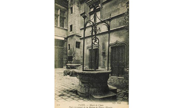 cp-cour-du-musee-puits-diapo