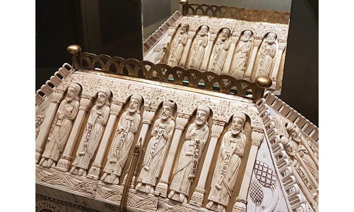 Châsse de l'abbaye de Saint-Yved, 13e siècle, Cl. 1564