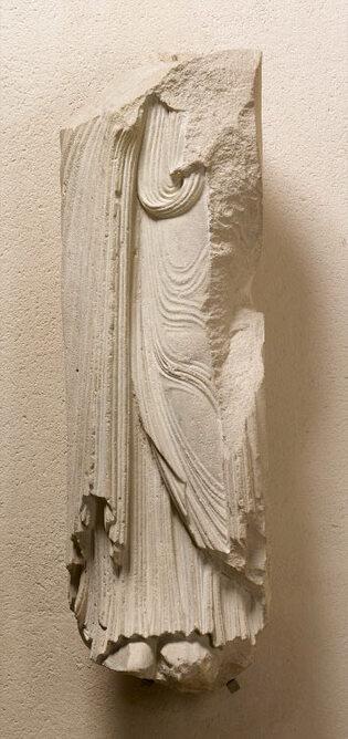 Statue-colonne du portail de Sainte-Anne : saint Pierre (Cl. 18658)
