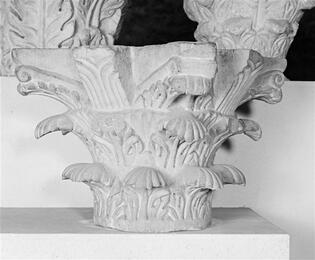 Cl-12116-Chapiteau de Saint-Denis décor d'acanthe