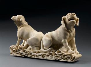 Fragment-de-gisant-chiens-3