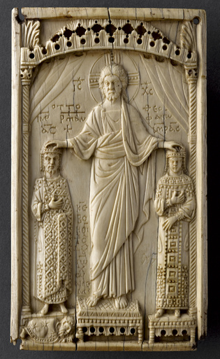 Plaque-d-ivoire-Otton-et-Theophano-Cl-392-1