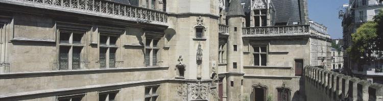 La façade de l'hôtel de Cluny côté cour